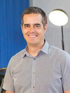 """""""A Hands tem um modelo de negócio que inverteu a lógica criativa de soluções. Preferimos não atuar de forma responsiva, mas, sim, nos antecipando às necessidades dos clientes e prospects. Dessa forma, enxergamos oportunidades que viram ações estratégicas de grande repercussão"""" Marcelo Lenhard, CEO e sócio da Hands"""