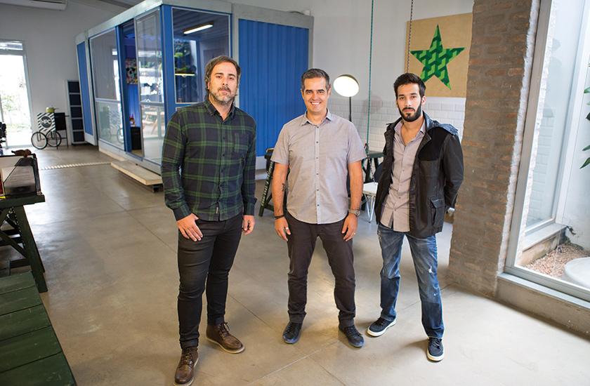 Da esquerda para a direita, Zito Campos, diretor de inovação e conteúdo, Marcelo Lenhard, CEO, e Rafael Najm, gerente de projetos